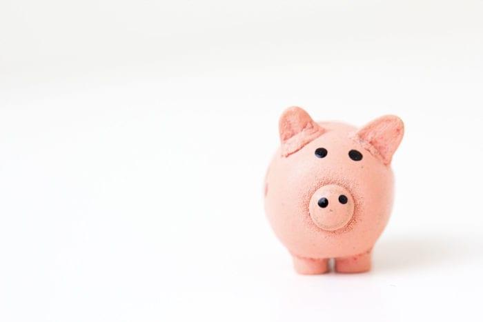 Photo d'une tirelire en forme de cochon, retour au franc