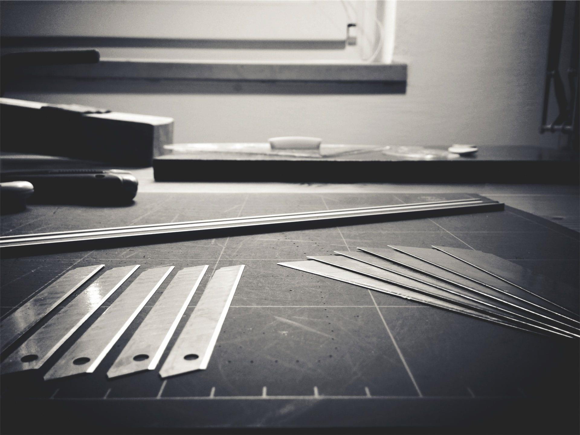 Table à dessin avec divers outils