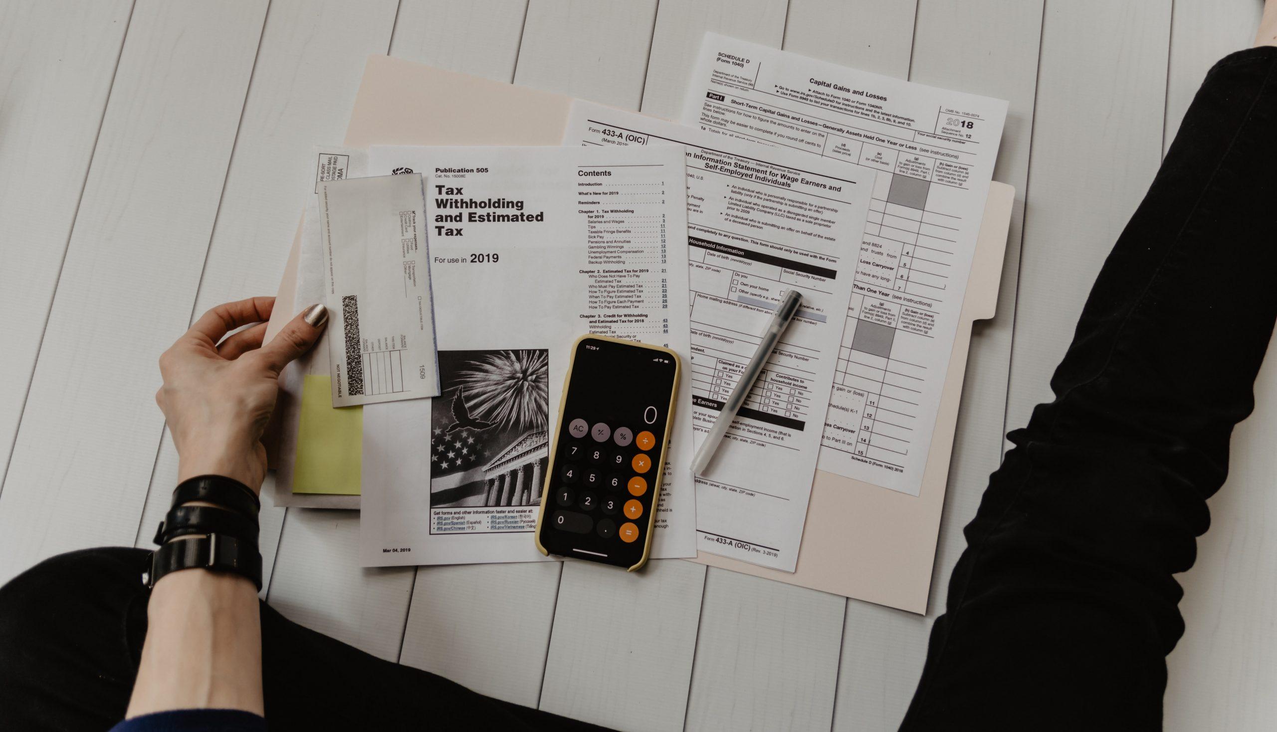 image montrant une personne réalisant son plan de placement financier